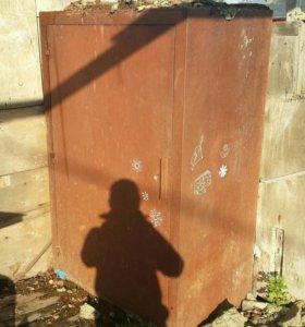 Сейф, железный шкаф