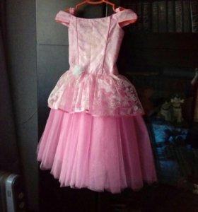 Платье на 5-8 лет.