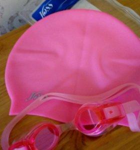 Очки и шапочки и сланцы для плавания