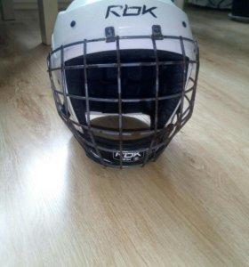 Шлем хоккейный.