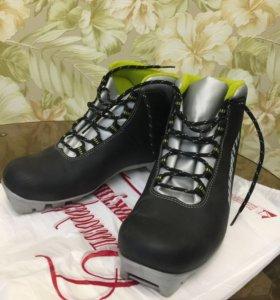 лыжные ботинки 41; 35+лыжи ,крепление,палки ...
