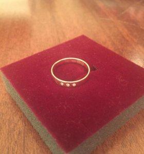 Женское кольцо (16 размер)
