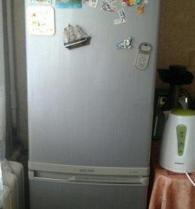 Холодильник samsung в отличном состоянии