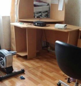 Компьютерный угловой стол б/у