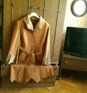 Пальто демисезонное  из искусственной кожи новое