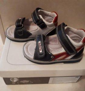 Туфли летние открытые. 20 размер .