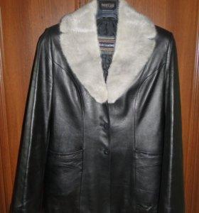 Кожаная куртка с воротником из норки, р.44-46