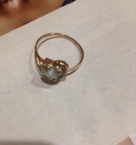 Золотое кольцо с камнями фианит