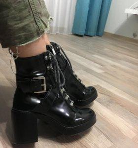 Ботинки ZARA НОВЫЕ искусств кожа 37 размера
