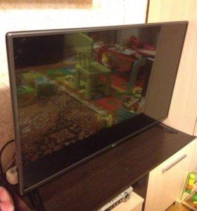 Телевизор 42LF560V на запчасти, разбита матрица