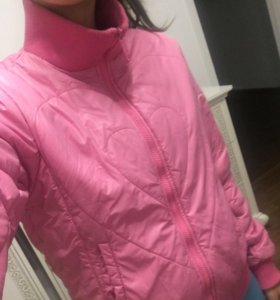 Яркая весенняя куртка-ветровка 40-44 размер