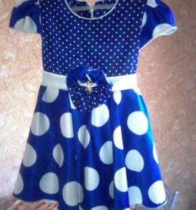 Красивое яркое платье на 3-4 г