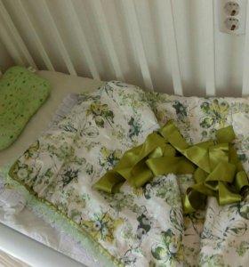 Кроватка маятник с матрасом и бортиками