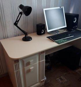 Продам письменный стол (идеально для компьютера)