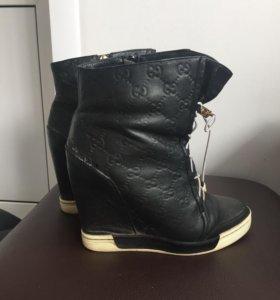 Продаю обувь размер 37, зима и демисезонка. 1000