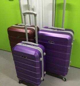 Новый ударопрочный чемодан на 4х колесах