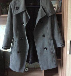 Продам пальто , драповое .