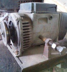 Электрогениратор на 220Вт с 2 выходами.
