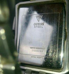 Часы Guess.