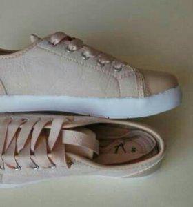 Обувь: кроссовки новые,Сапоги,сандали отдам вместе
