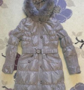 Пуховое пальто р.48 с енотом