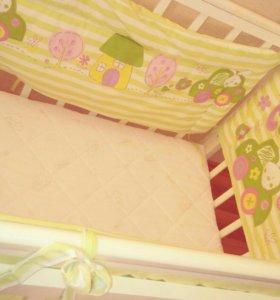 Детская кроватка, матрасик, бортики.