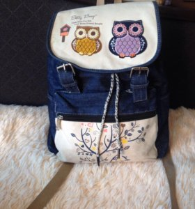 Рюкзак школьный,вместительный.