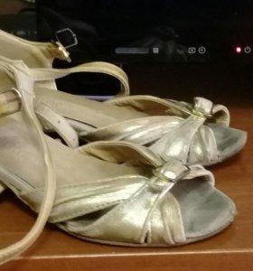 Костюм для танцев.комплект, купальник,юбка, туфли