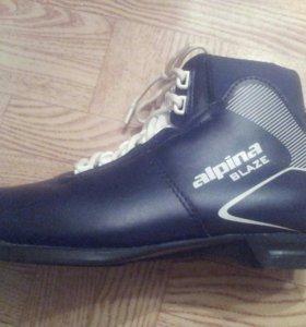 Срочно.Лыжные ботинки 38 и лыжи.