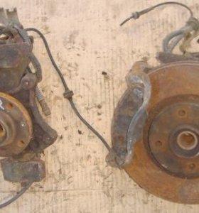 Кулак передний левый правый Citroen C5 01-08