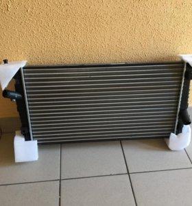 Радиатор охлаждения Ford Focus 2 1.8 новый
