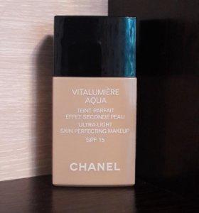 Chanel Vitalumiere Aqua 10 Beige.