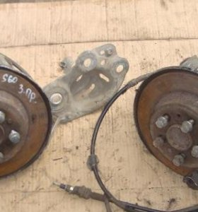 Кулак задний левый правый Volvo S60 V70 S80 XC70