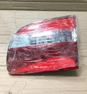 Вставка в крышку багажника Toyota Corolla 97-00