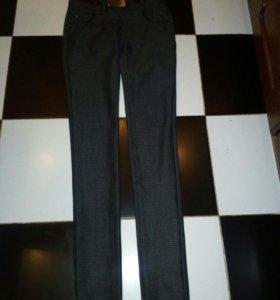 Классические брюки 42—44.новые