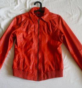 Яркая куртка. Натуральная кожа