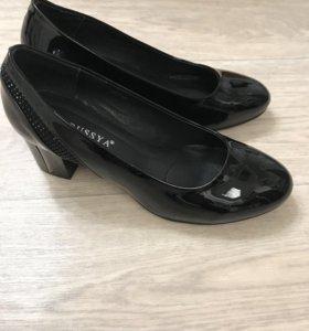 Туфли 👠чёрные лакированные р.40