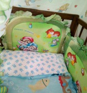Детская кроватка с матрацем, бортами и балдахином