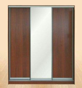 Шкаф купе трехдверный с зеркалом