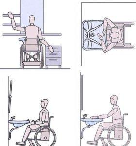 Инвалидная коляска и памперсы
