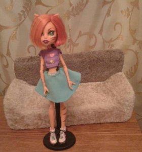 Продам куклу Монстр Хай и диван