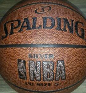 Мяч для баскетбола.