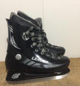 Новые хоккейные коньки (39 размер)