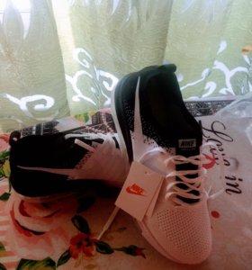 Кроссовки унисекс , лёгкие, удобные! Nike