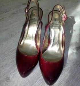 Туфли лаковые бордовые