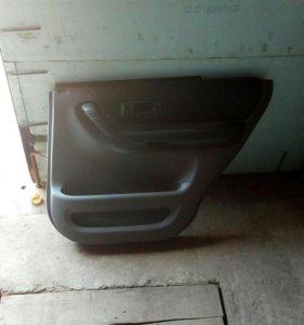Обшивка дверей задняя хонда црв rd1 левая и правая