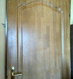 Дверь с коробкой из нат.дерева