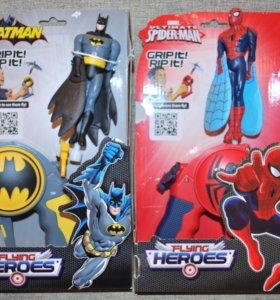 "Летающие игрушки ""Бэтмен"" и ""Спайдермен"""