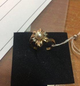 Кольцо с брильянтами и жемчугом