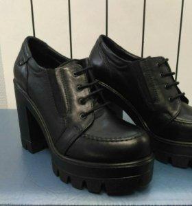Ботинки женские. 36 размер